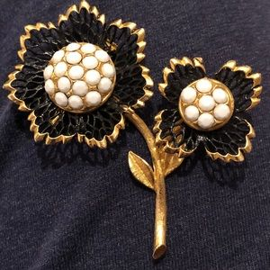 Beautiful Vintage Flower Brooch